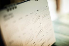 Ετήσιο συνοπτικό ημερολόγιο 12 μηνών και με τις ημέρες της εβδομάδας
